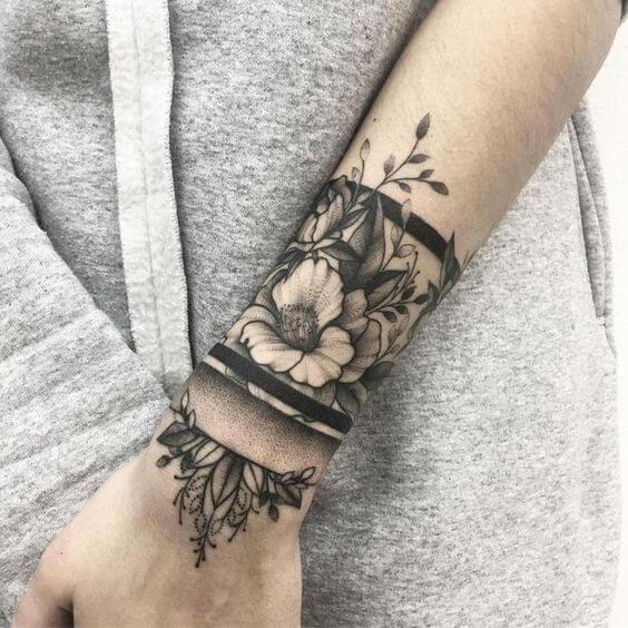 Pols tattoo betekenis vrouw