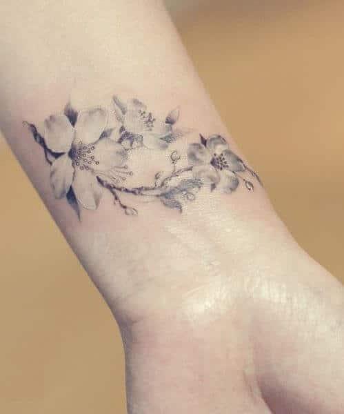 pols tattoo vrouw